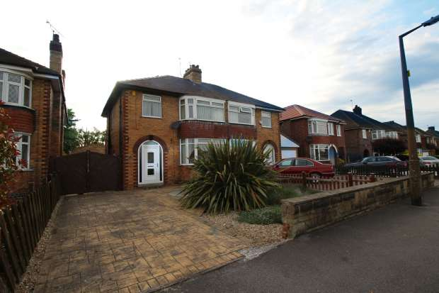 3 Bedrooms Semi Detached House for sale in Braithwell Rd, Rotherham, South Yorkshire, S66 8AD