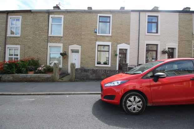 2 Bedrooms Terraced House for sale in James St,, Blackburn, Lancashire, BB6 7JE