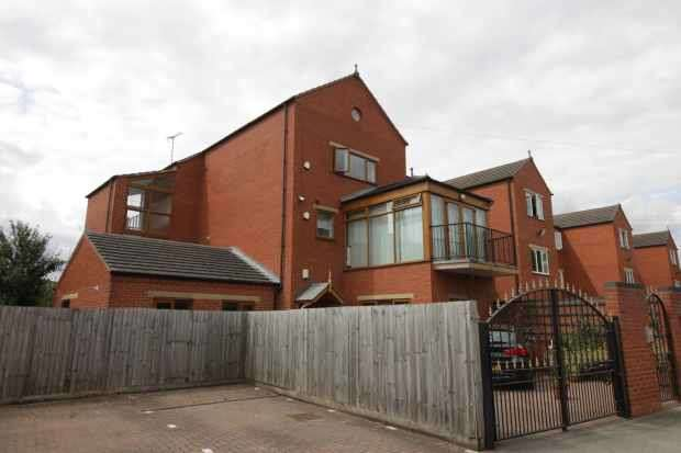 3 Bedrooms Flat for sale in Riverside Lawns, Lincoln, Lincolnshire, LN5 8GA