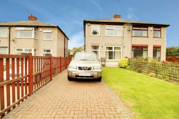 2 Bedrooms Semi Detached House for sale in Huddersfield Road, Bradford, West Yorkshire, BD6 1DH