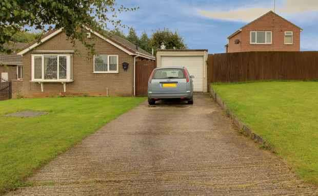2 Bedrooms Detached Bungalow for sale in Greenacre Road, Pontefract, West Yorkshire, WF9 1NP
