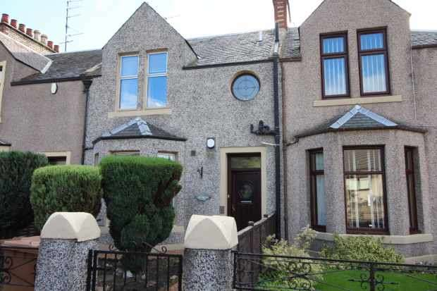 3 Bedrooms Terraced House for sale in High Street, Leven, Fife, KY8 3EA