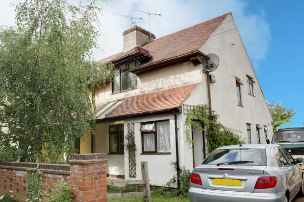 3 Bedrooms Semi Detached House for sale in Spring Drive,, Fernwood, Nottinghamshire, NG24 3JS
