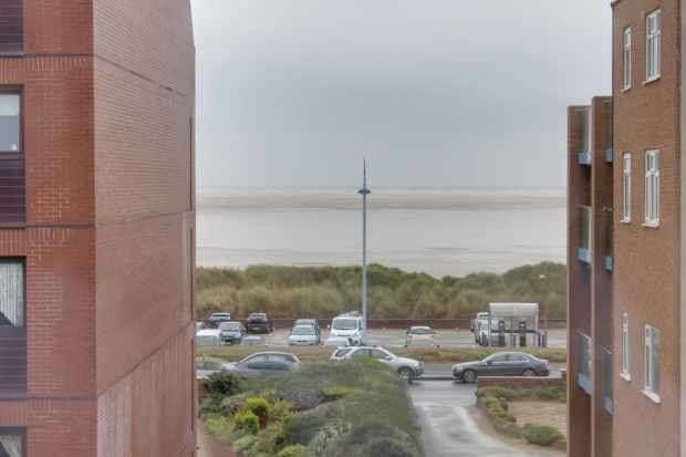 2 Bedrooms Apartment Flat for sale in Clifton Drive North,, Lytham St Annes, Lancashire, FY8 2PB