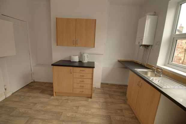 2 Bedrooms Terraced House for sale in Charles Street, Rotherham, West Yorkshire, S63 9LX