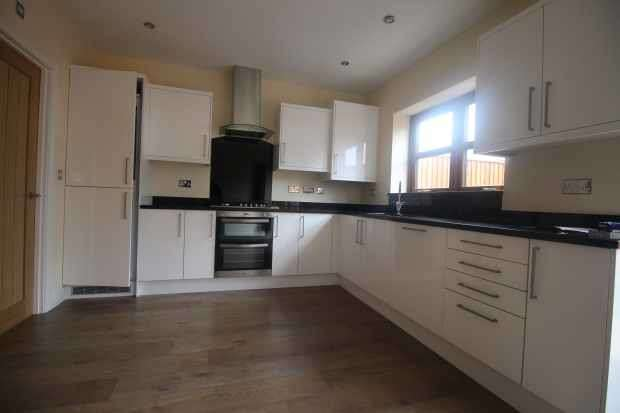 4 Bedrooms Town House for sale in Knutsford Road,, Warrington, Cheshire, WA4 2PB