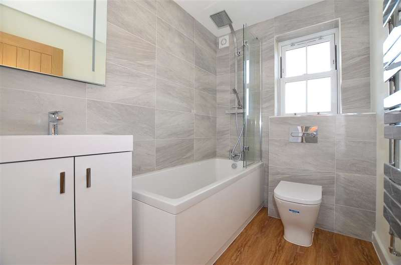 4 Bedrooms Detached House for sale in Glebe Way, Whitstable, Kent