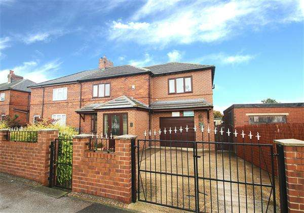 4 Bedrooms Semi Detached House for sale in Common Road, South Kirkby