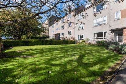 2 Bedrooms Flat for sale in Winton Drive, Kelvinside