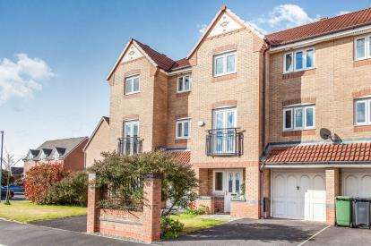 4 Bedrooms Terraced House for sale in Madison Gardens, Westhoughton, Bolton, Greater Manchester, BL5