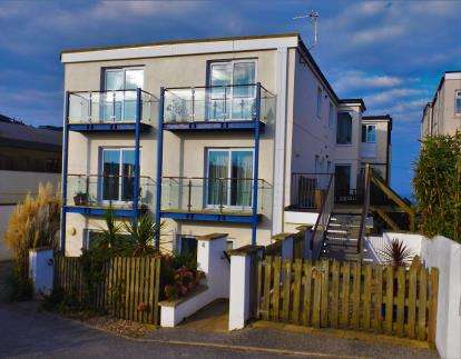 2 Bedrooms Flat for sale in Watergate Road, Porth, Cornwall