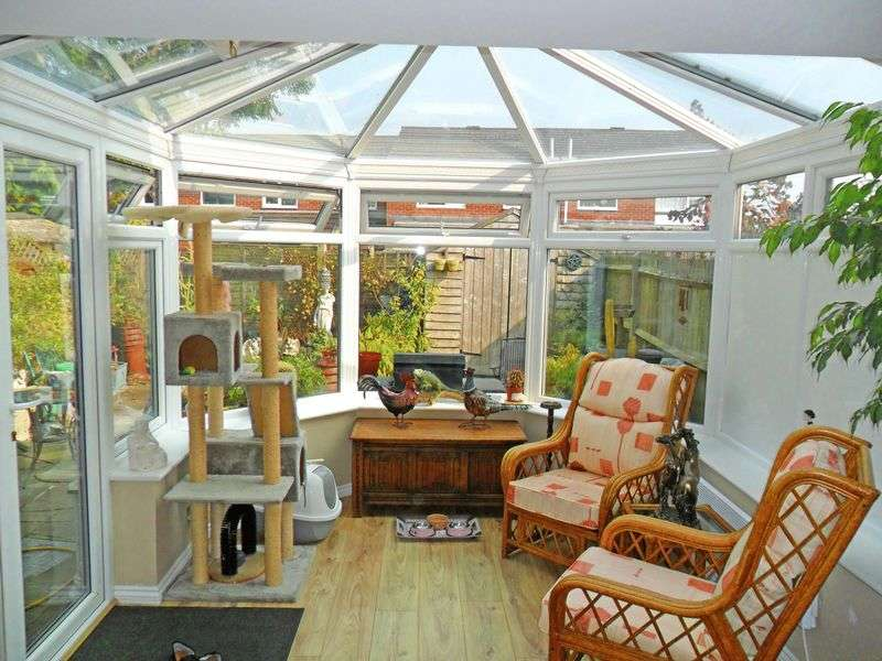 3 Bedrooms Terraced House for sale in Woodside Park, Bordon