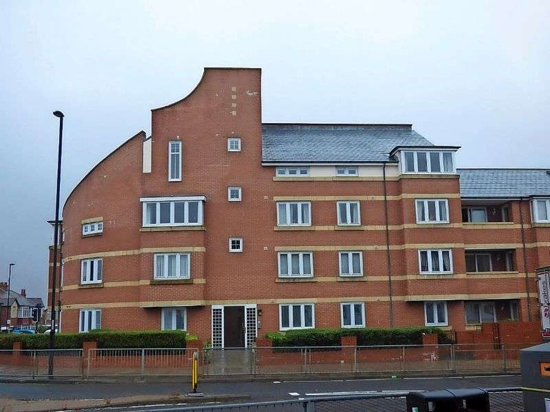 2 Bedrooms Flat for sale in Seatonville Road, Whitley Bay