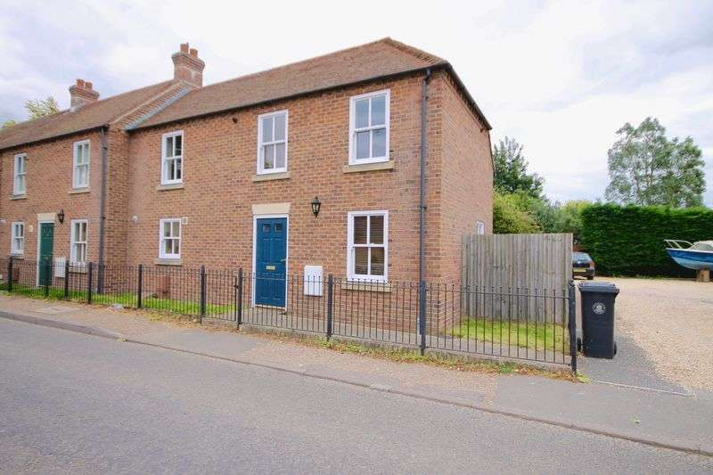 2 Bedrooms Terraced House for sale in Station Road, Chichester