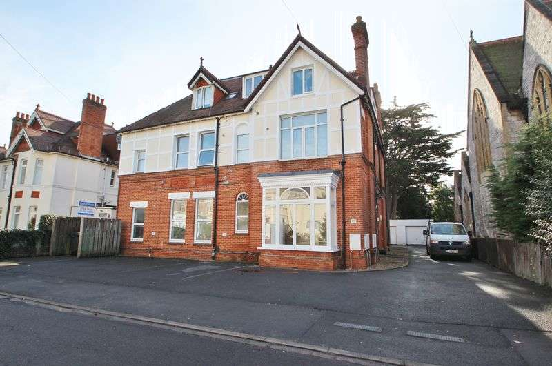 2 Bedrooms Flat for sale in Florence Road, Bournemouth