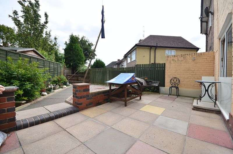 3 Bedrooms Semi Detached House for sale in Stewards Avenue, Widnes