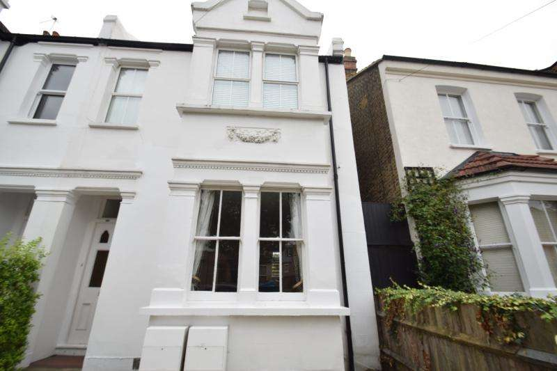 2 Bedrooms Flat for sale in Effra Road, London, SW19