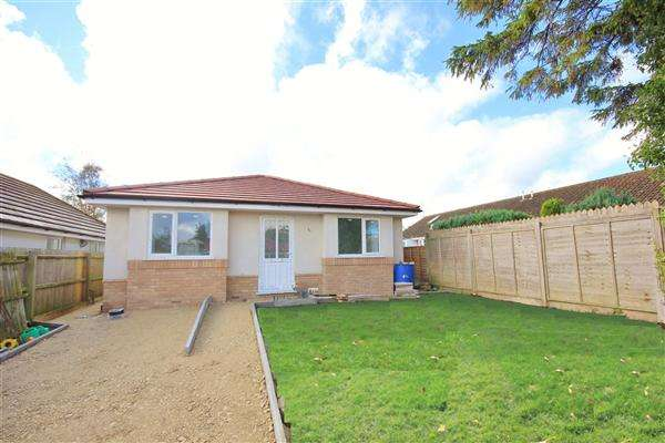 3 Bedrooms Bungalow for sale in Jasmine Close, Poole