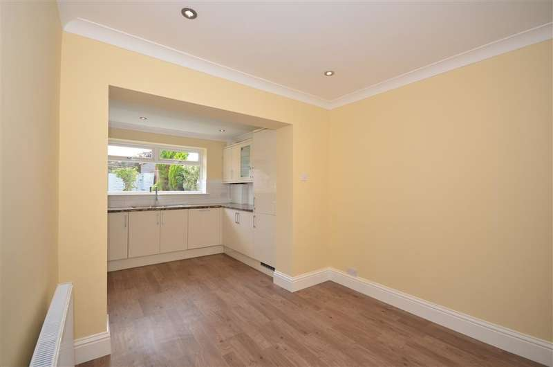4 Bedrooms Detached House for sale in Main Road, Chattenden, Rochester, Kent