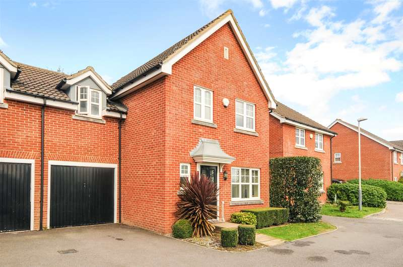 3 Bedrooms Semi Detached House for sale in Aspen Grove, Pinner, Middlesex, HA5