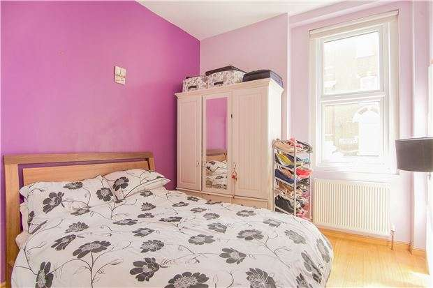 1 Bedroom Flat for sale in Lavender Hill, LONDON, SW11