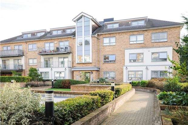 2 Bedrooms Flat for sale in Russell House, Sydenham Road, CR0 2FJ