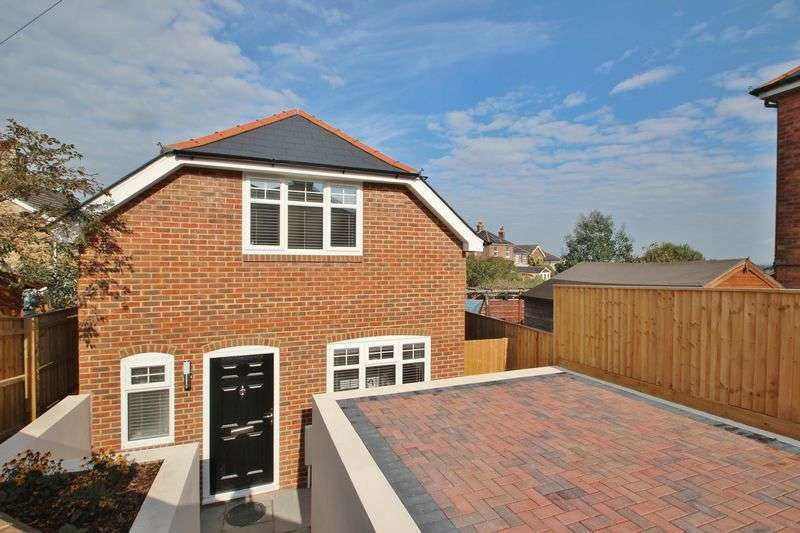 2 Bedrooms Detached House for sale in Forest View Road, Bournemouth