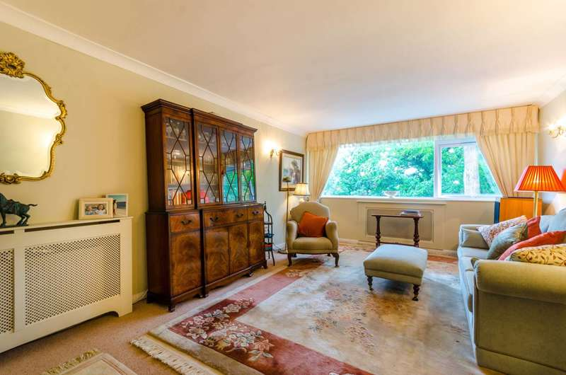 3 Bedrooms Flat for sale in The Albany, Woodford Green, IG8