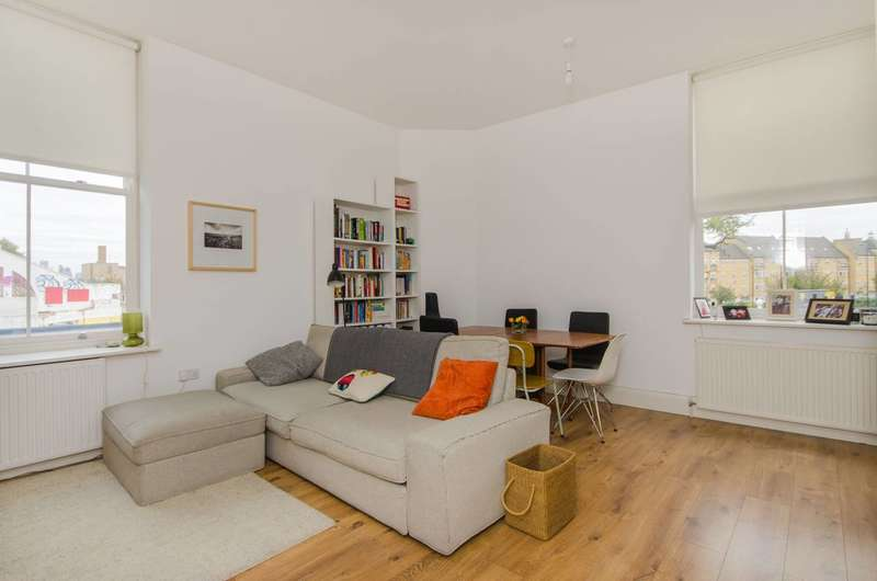 2 Bedrooms Flat for sale in Walmer Castle Court, Camberwell, SE15