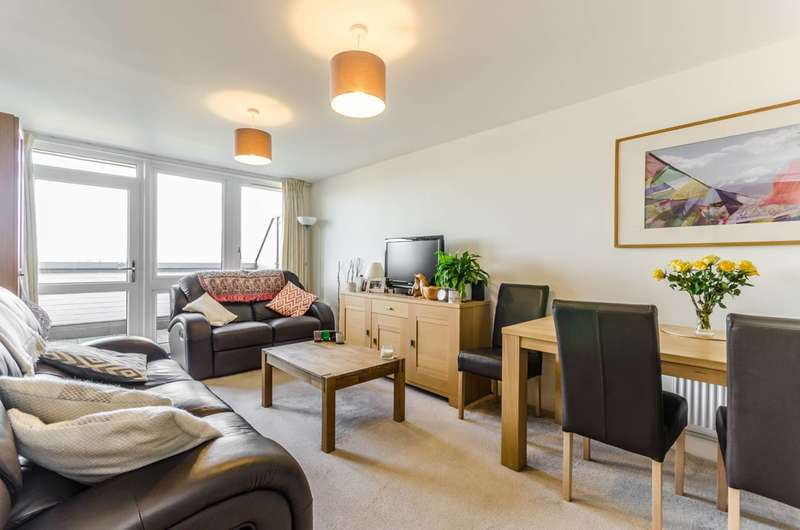 2 Bedrooms Flat for sale in Eaton Road, Enfield, EN1