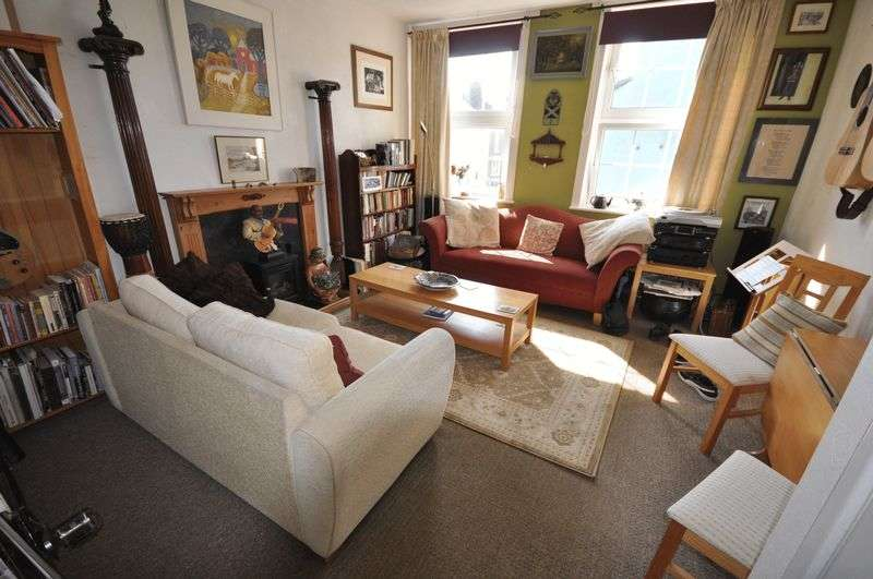 2 Bedrooms Flat for sale in Kirbys, East Terrace, Whitby