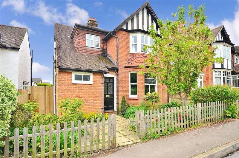 3 Bedrooms Detached House for sale in Skinners Lane, Ashtead, Surrey