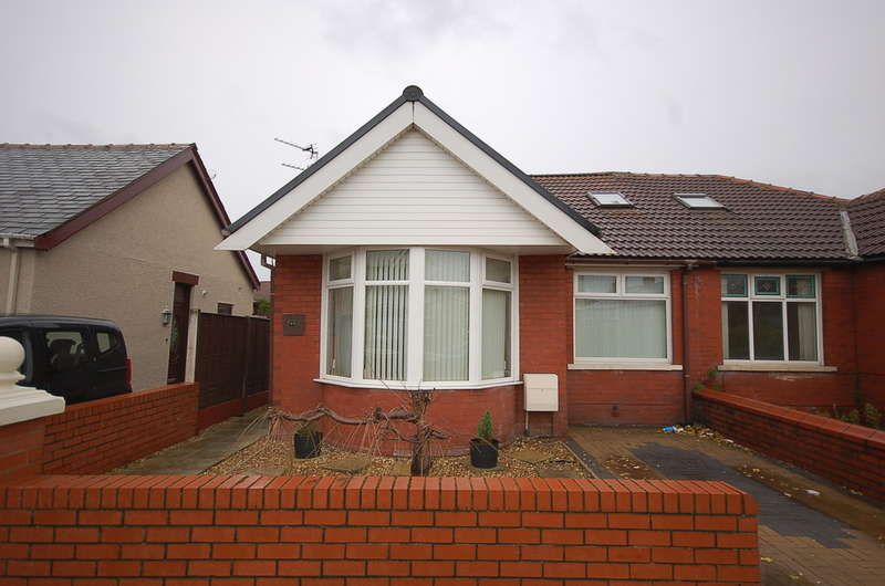 3 Bedrooms Semi Detached Bungalow for sale in Dunelt Road, Blackpool