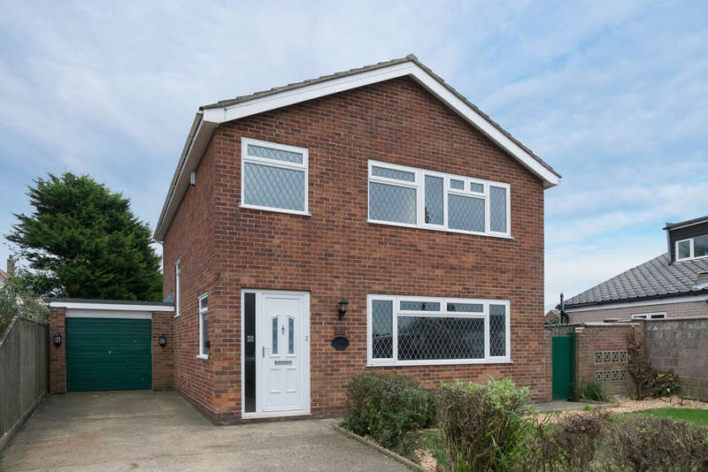 4 Bedrooms Detached House for sale in Nightingale Close, Scratby