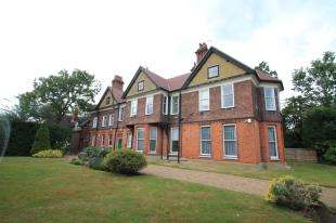 2 Bedrooms Flat for sale in St. Margarets, Beckenham Place Park, Beckenham