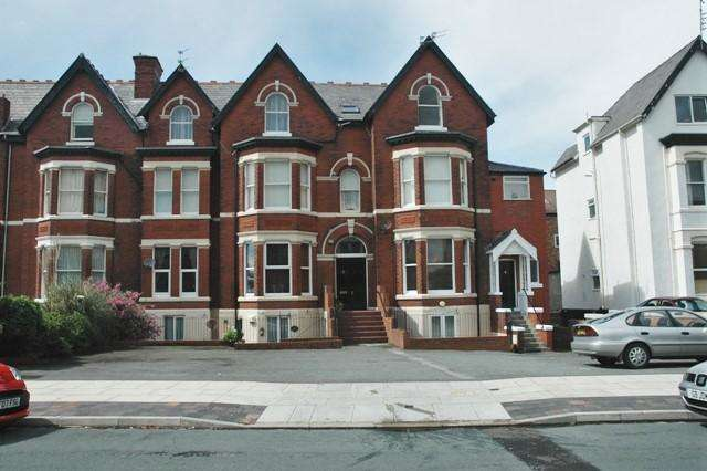 3 Bedrooms Apartment Flat for sale in Knowsley Road, Southport, PR9 0HQ