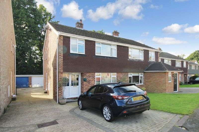 3 Bedrooms Semi Detached House for sale in Copthorne