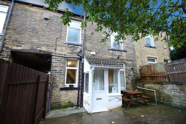 3 Bedrooms Terraced House for sale in Cragg Street, Bradford, West Yorkshire, BD7 4HQ