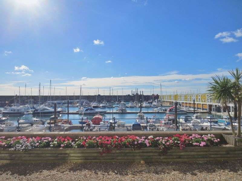 3 Bedrooms Flat for sale in The Strand, Brighton