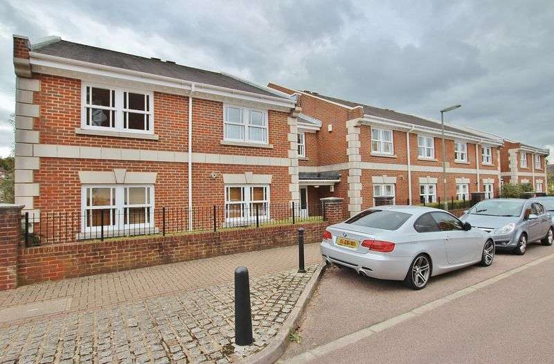 1 Bedroom Flat for sale in St. Lukes Square, Guildford