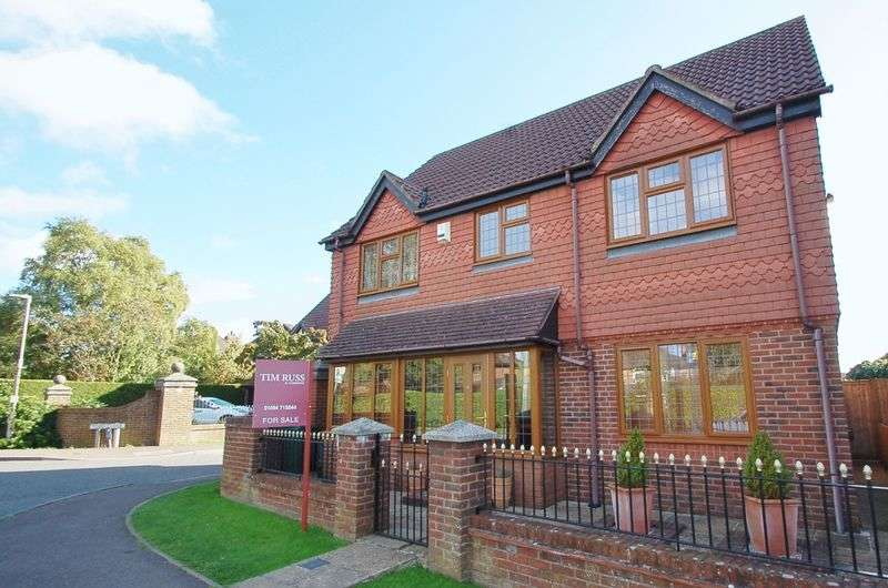 4 Bedrooms Detached House for sale in Holmer Green