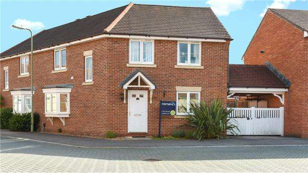 4 Bedrooms Semi Detached House for sale in King Henry Road, Elvetham Heath, Hampshire