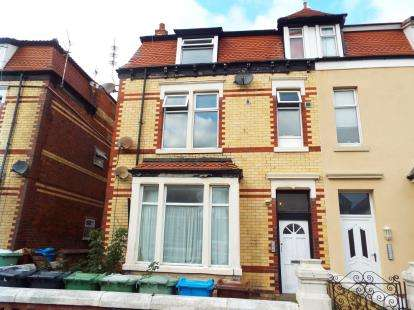 1 Bedroom Flat for sale in Glen Eldon Road, Lytham St. Annes, Lancashire, FY8
