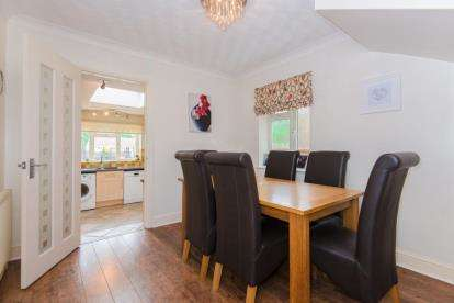 3 Bedrooms Semi Detached House for sale in Grovedale Close, Cheshunt, Hertfordshire