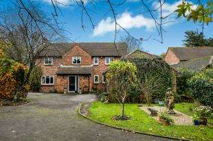 4 Bedrooms Detached House for sale in High Meadow, Cocking, Midhurst, West Sussex