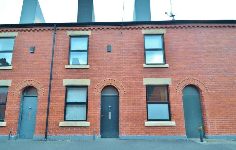 3 Bedrooms Terraced House for sale in Laburnum Street, Salford