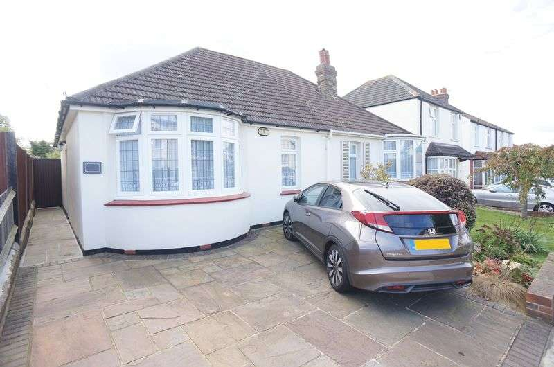 2 Bedrooms Semi Detached Bungalow for sale in Longlands Park Crescent, Sidcup, DA15 7NG