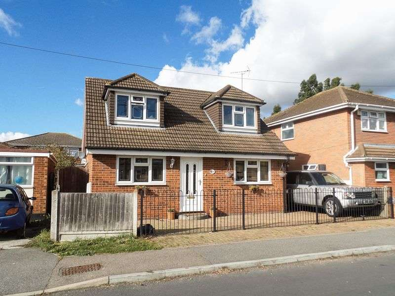 5 Bedrooms Detached House for sale in Central Island, Canvey Island, Essex