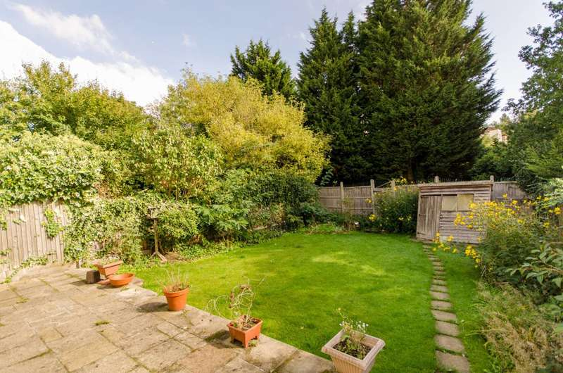 3 Bedrooms Bungalow for sale in Manor Road, High Barnet, EN5