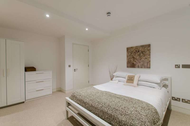 3 Bedrooms Flat for sale in Argyle Square, Bloomsbury, WC1H